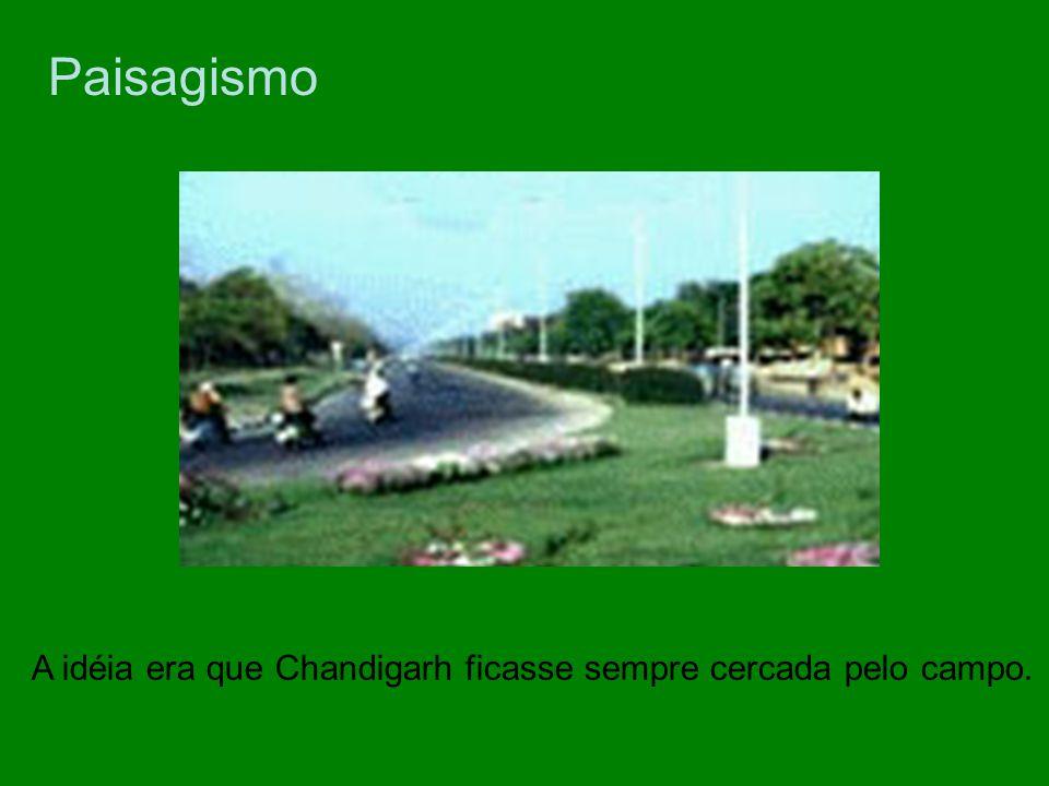 Paisagismo A idéia era que Chandigarh ficasse sempre cercada pelo campo.