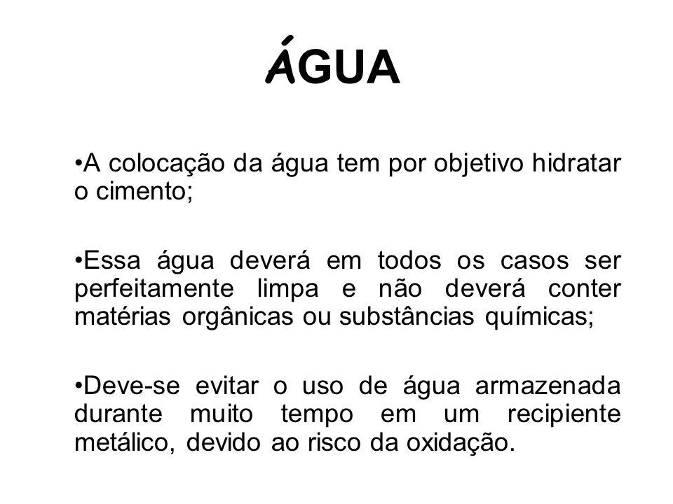 ÁGUA A colocação da água tem por objetivo hidratar o cimento;