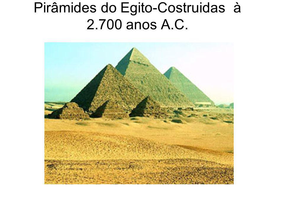 Pirâmides do Egito-Costruidas à 2.700 anos A.C.