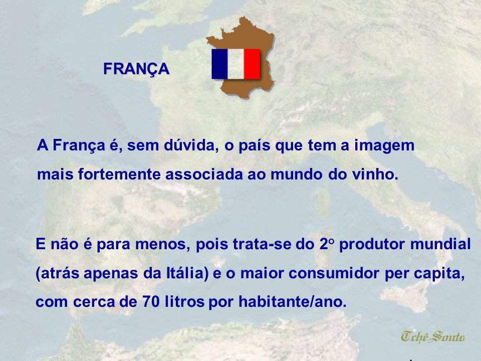 FRANÇA A França é, sem dúvida, o país que tem a imagem. mais fortemente associada ao mundo do vinho.
