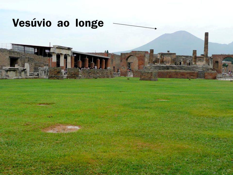 Vesúvio ao longe