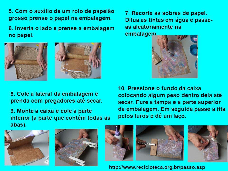 6. Inverta o lado e prense a embalagem no papel.