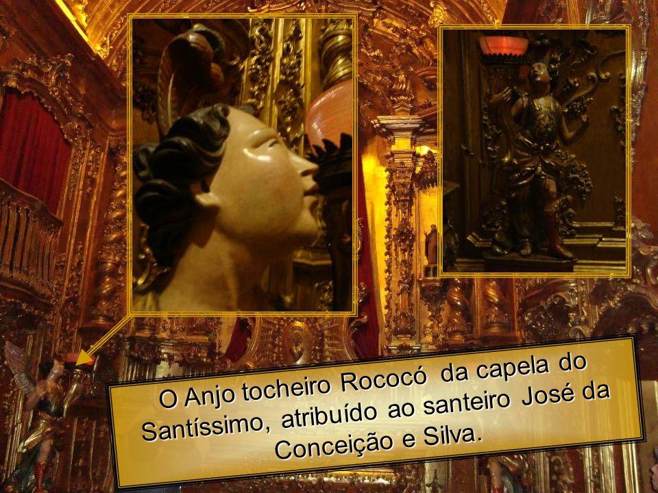 O Anjo tocheiro Rococó da capela do Santíssimo, atribuído ao santeiro José da Conceição e Silva.