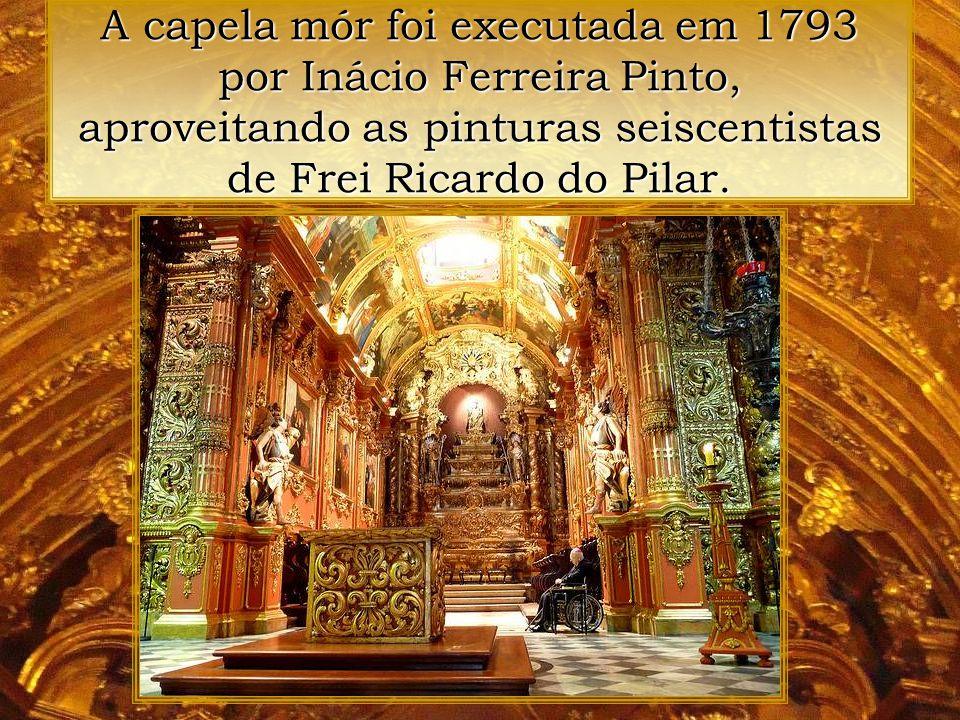 A capela mór foi executada em 1793 por Inácio Ferreira Pinto, aproveitando as pinturas seiscentistas de Frei Ricardo do Pilar.