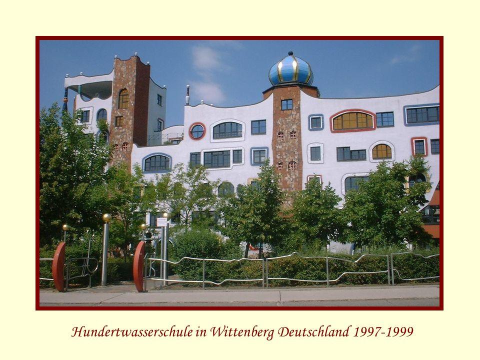 Hundertwasserschule in Wittenberg Deutschland 1997-1999