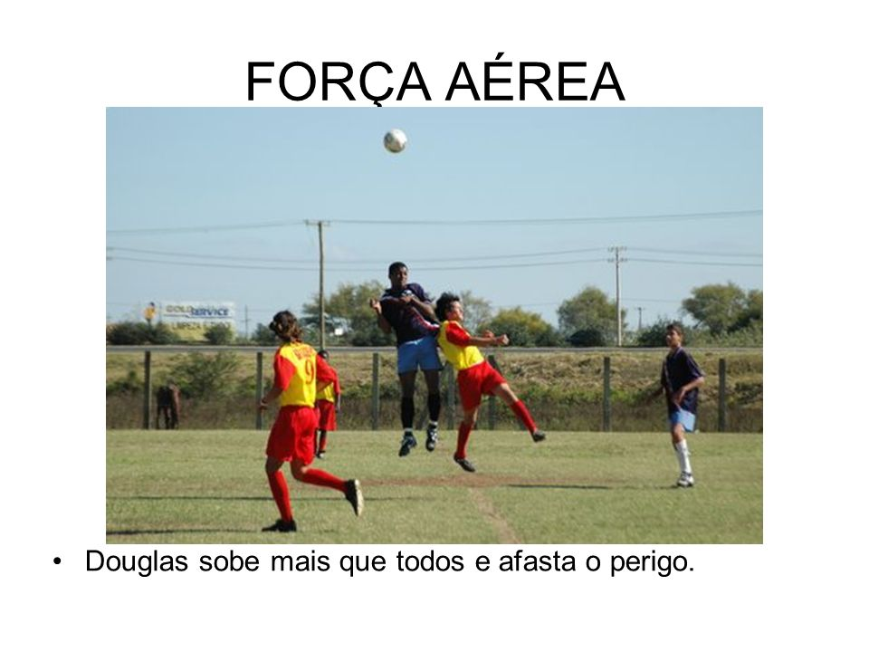 FORÇA AÉREA Douglas sobe mais que todos e afasta o perigo.