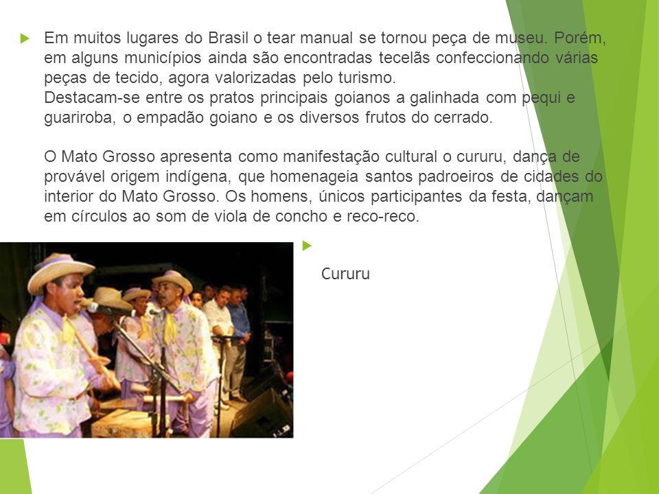 Em muitos lugares do Brasil o tear manual se tornou peça de museu