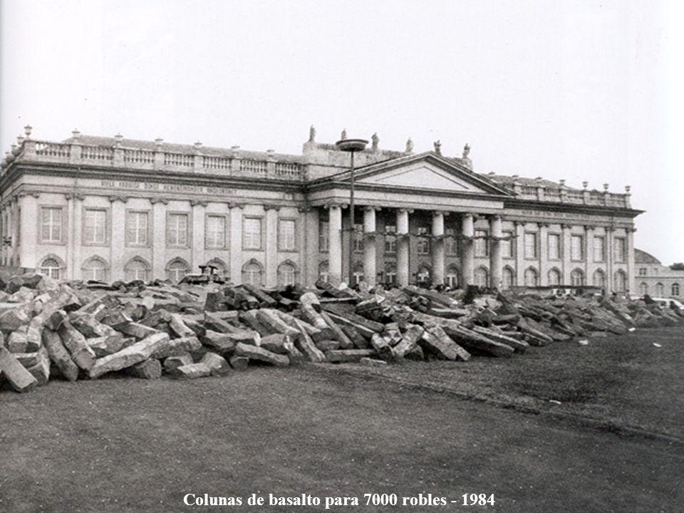 Colunas de basalto para 7000 robles - 1984