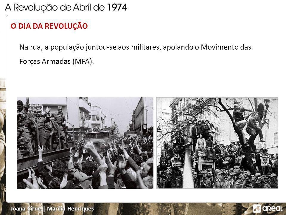 O DIA DA REVOLUÇÃO Na rua, a população juntou-se aos militares, apoiando o Movimento das Forças Armadas (MFA).
