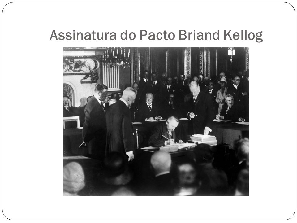 Assinatura do Pacto Briand Kellog