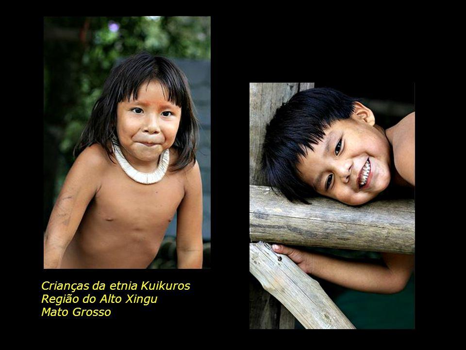 Crianças da etnia Kuikuros