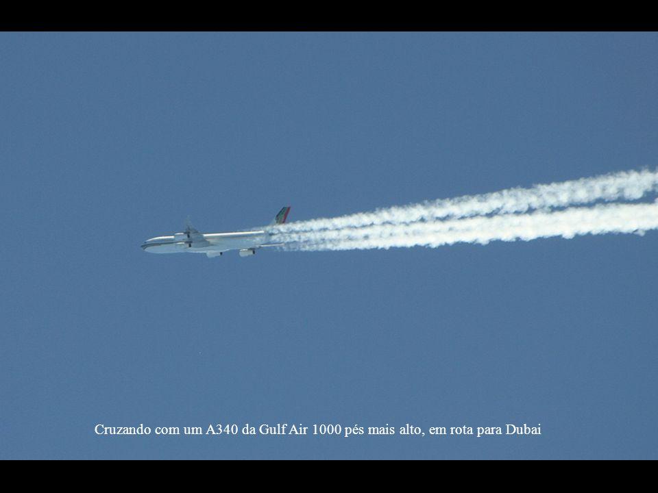 Cruzando com um A340 da Gulf Air 1000 pés mais alto, em rota para Dubai