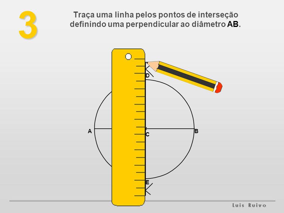 3 Traça uma linha pelos pontos de interseção definindo uma perpendicular ao diâmetro AB. D A B C E
