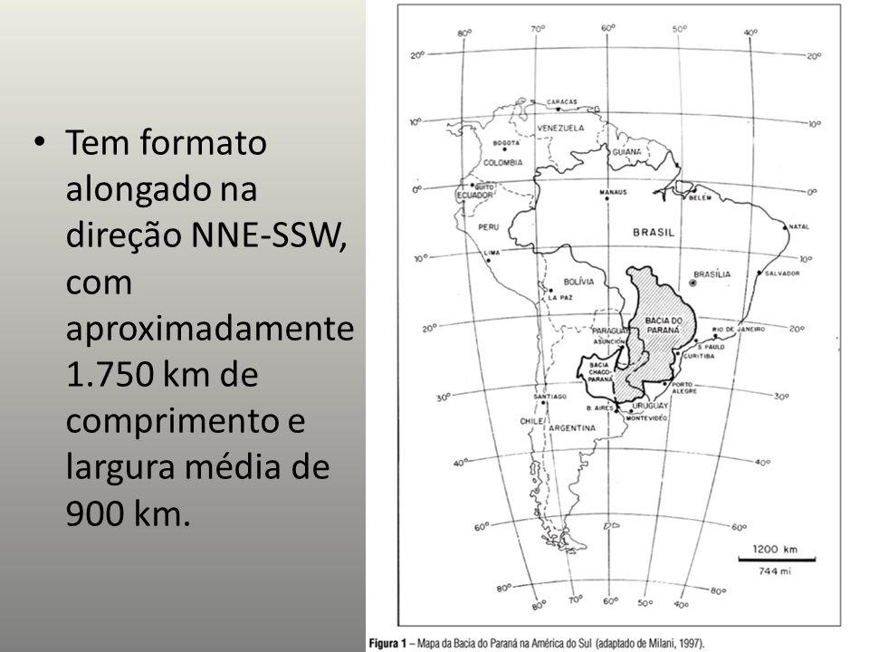 Tem formato alongado na direção NNE-SSW, com aproximadamente 1