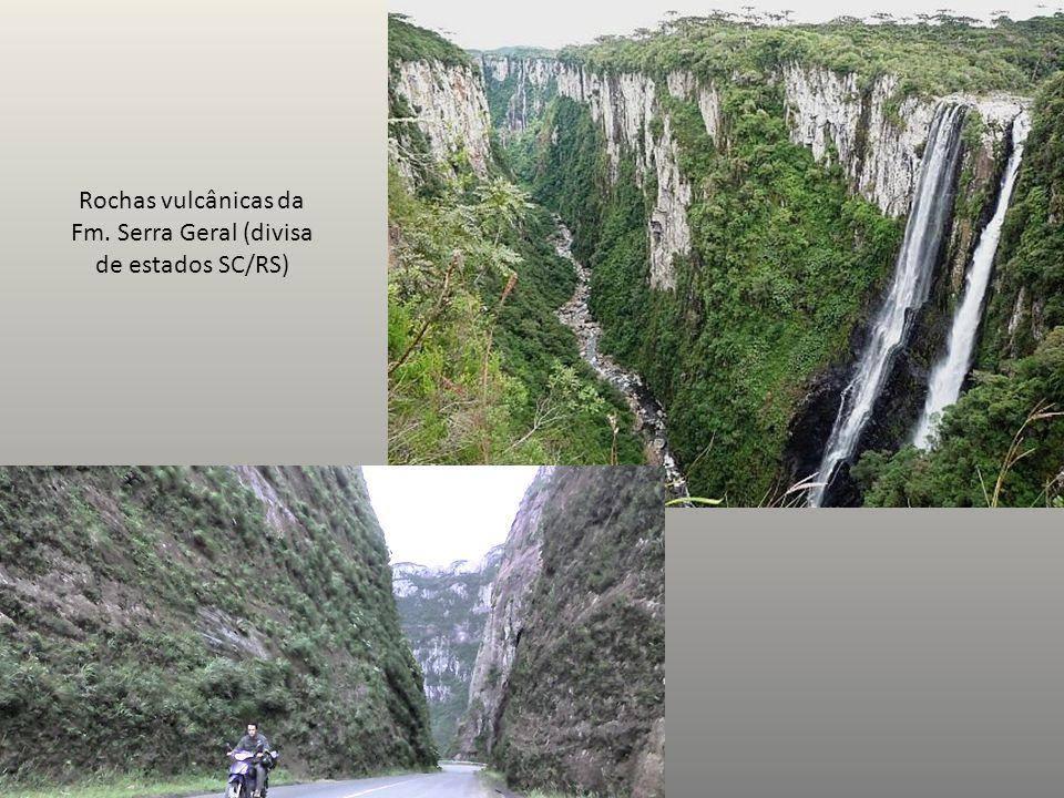 Rochas vulcânicas da Fm. Serra Geral (divisa de estados SC/RS)