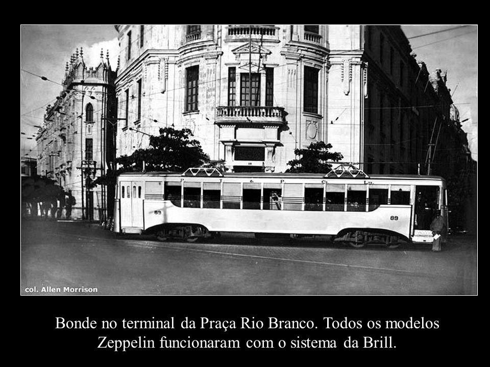 Bonde no terminal da Praça Rio Branco