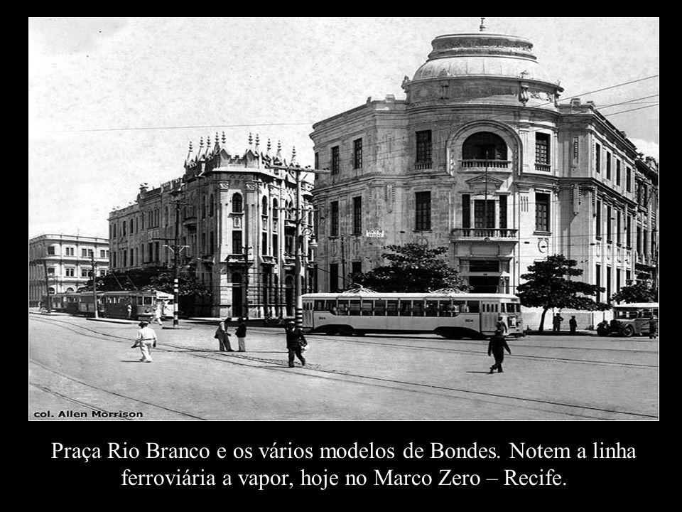 Praça Rio Branco e os vários modelos de Bondes
