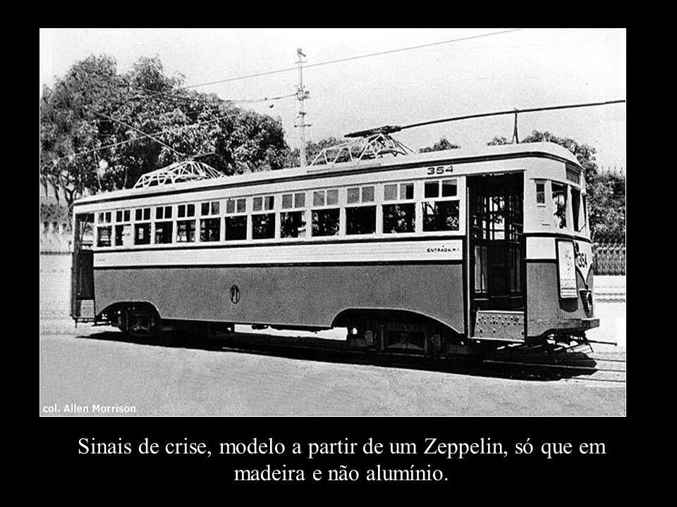 Sinais de crise, modelo a partir de um Zeppelin, só que em madeira e não alumínio.