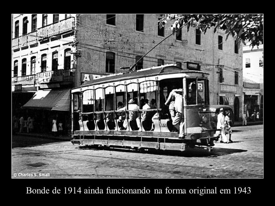 Bonde de 1914 ainda funcionando na forma original em 1943