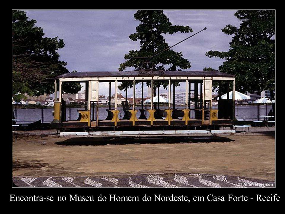 Encontra-se no Museu do Homem do Nordeste, em Casa Forte - Recife