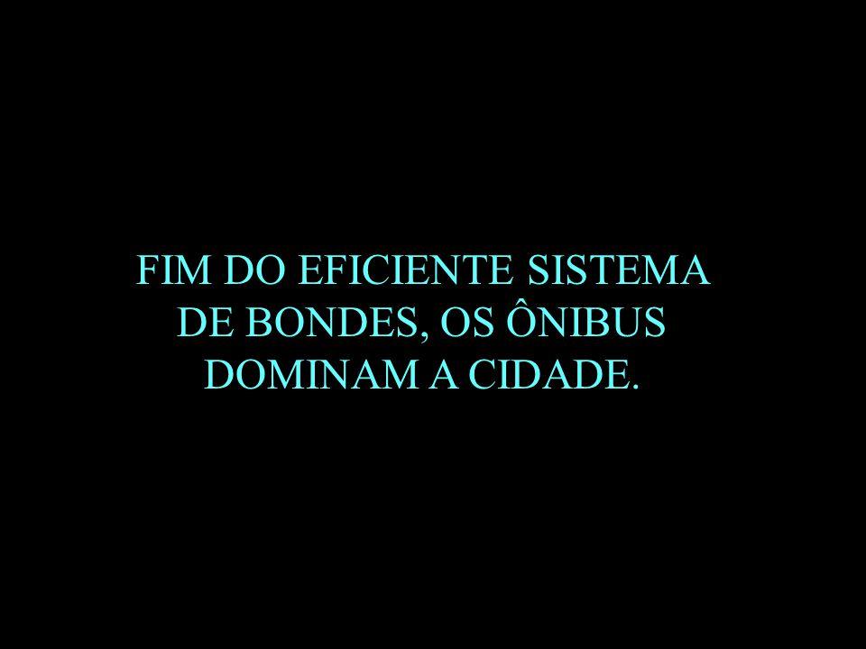 FIM DO EFICIENTE SISTEMA DE BONDES, OS ÔNIBUS DOMINAM A CIDADE.