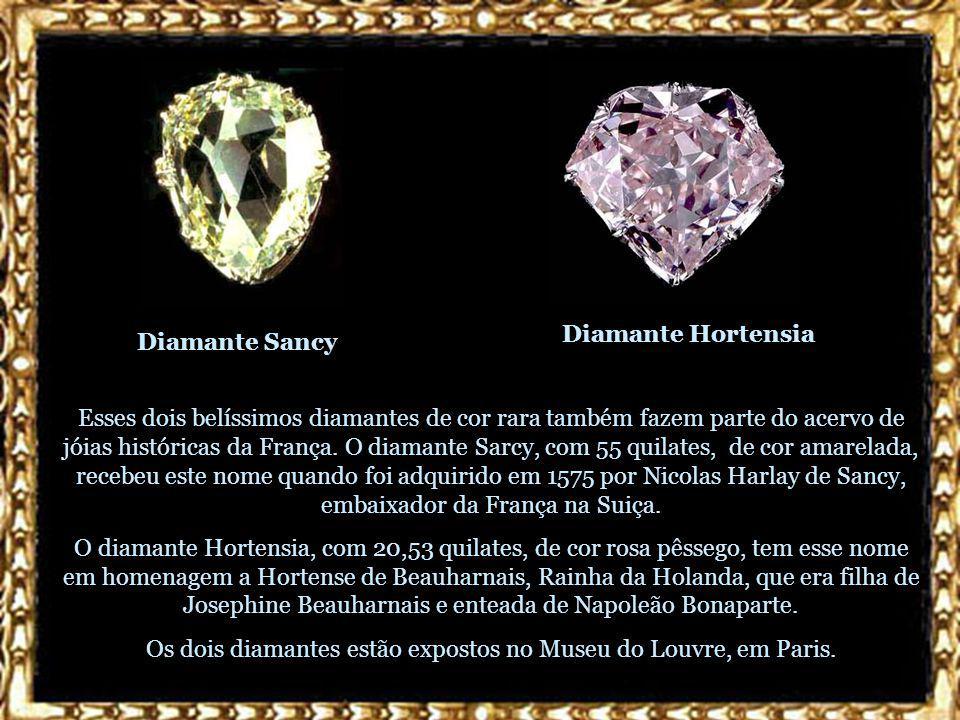 Os dois diamantes estão expostos no Museu do Louvre, em Paris.