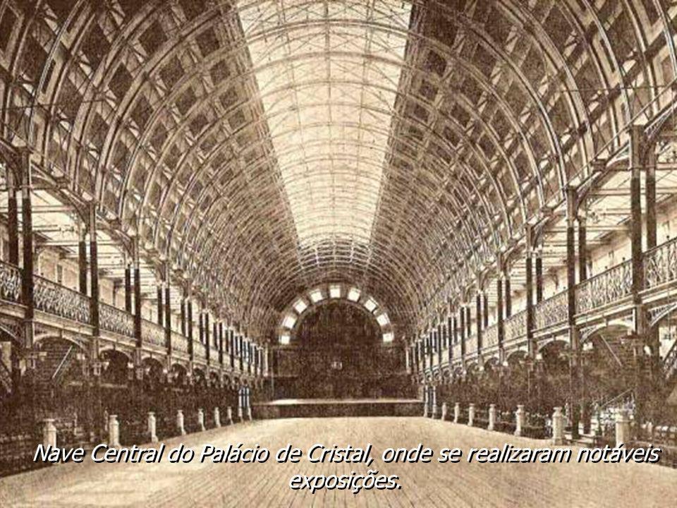 Nave Central do Palácio de Cristal, onde se realizaram notáveis exposições.