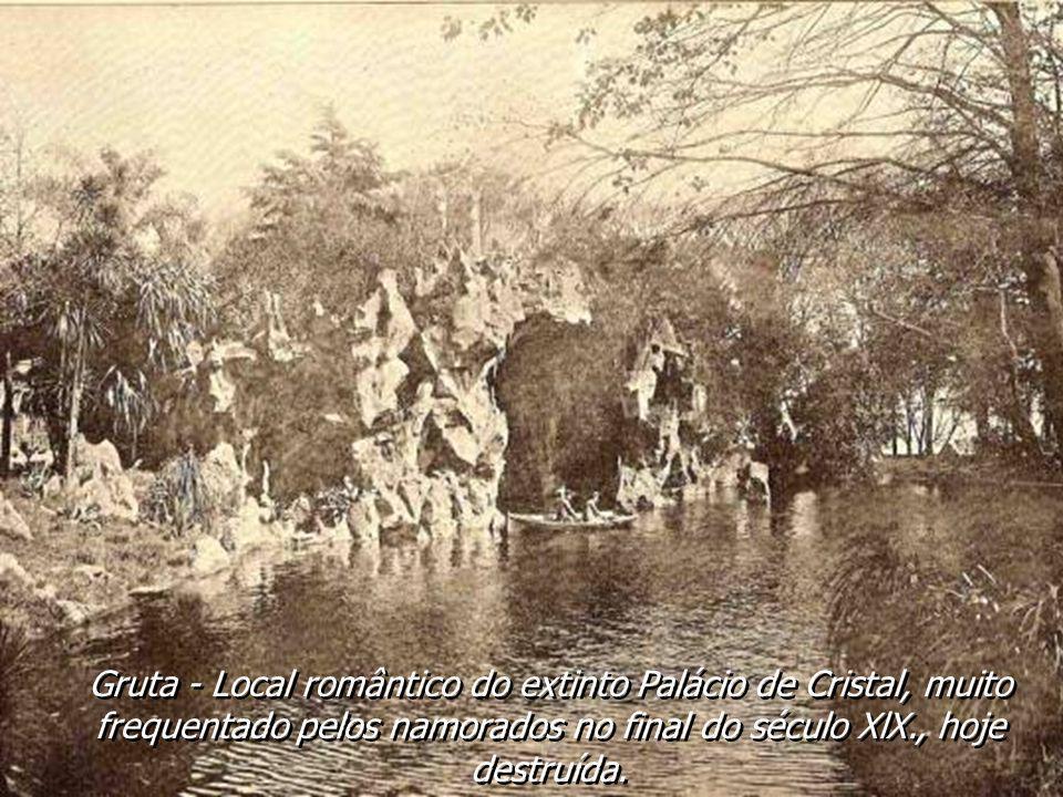 Gruta - Local romântico do extinto Palácio de Cristal, muito frequentado pelos namorados no final do século XlX., hoje destruída.