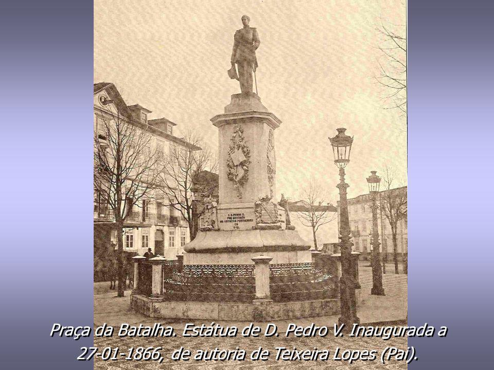 Praça da Batalha. Estátua de D. Pedro V. Inaugurada a