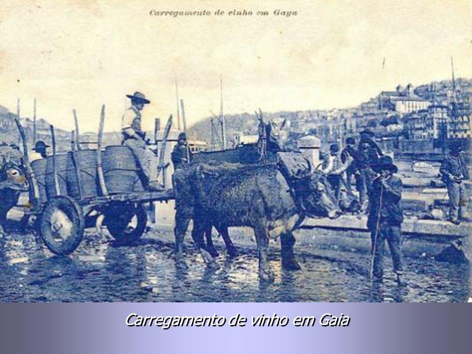Carregamento de vinho em Gaia