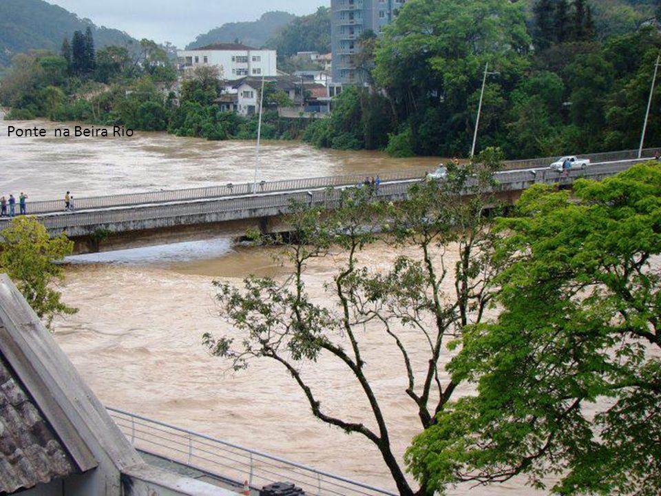 Ponte na Beira Rio