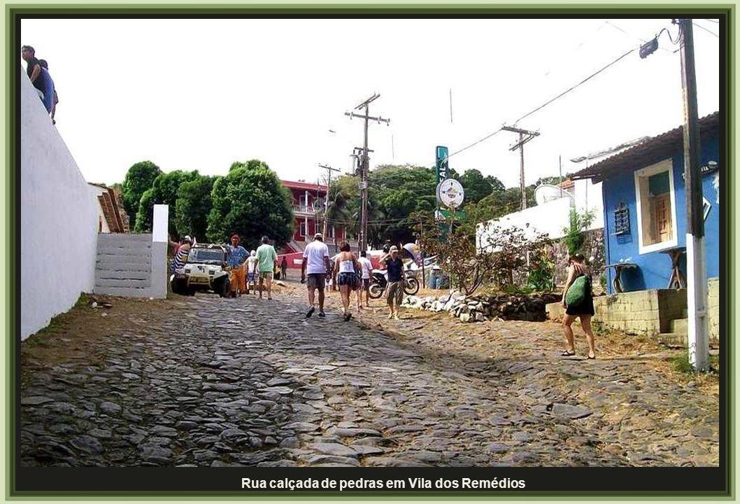 Rua calçada de pedras em Vila dos Remédios