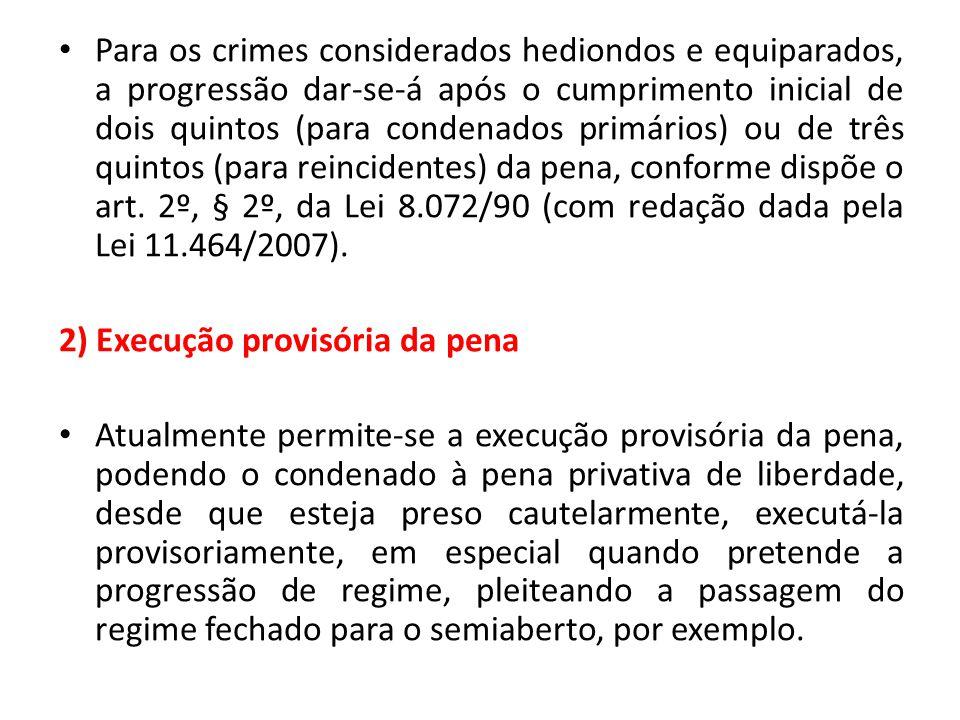 Para os crimes considerados hediondos e equiparados, a progressão dar-se-á após o cumprimento inicial de dois quintos (para condenados primários) ou de três quintos (para reincidentes) da pena, conforme dispõe o art. 2º, § 2º, da Lei 8.072/90 (com redação dada pela Lei 11.464/2007).