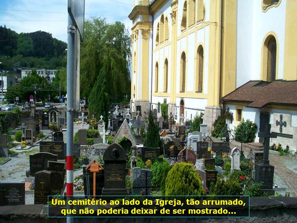 Um cemitério ao lado da Igreja, tão arrumado, que não poderia deixar de ser mostrado...