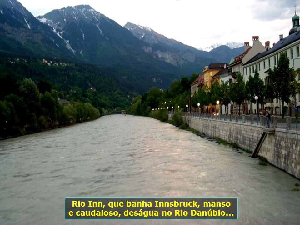 Rio Inn, que banha Innsbruck, manso e caudaloso, deságua no Rio Danúbio...