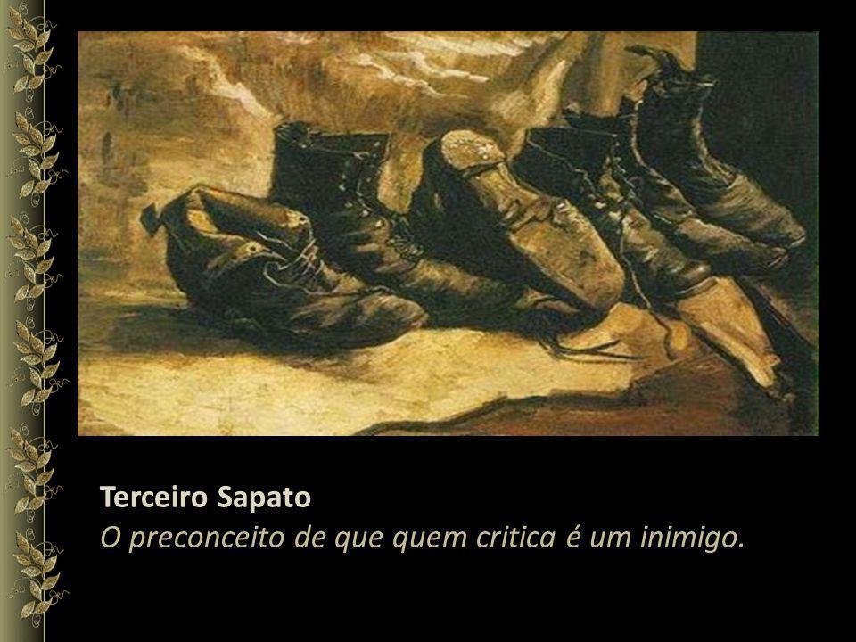 Terceiro Sapato O preconceito de que quem critica é um inimigo.