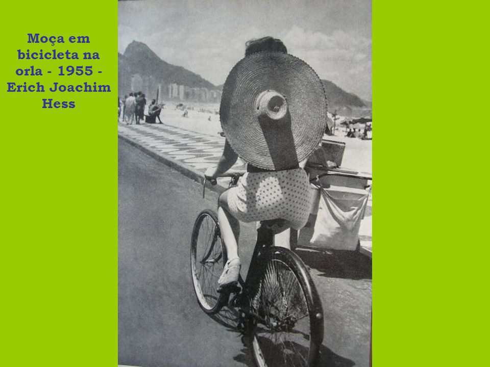 Moça em bicicleta na orla - 1955 - Erich Joachim Hess