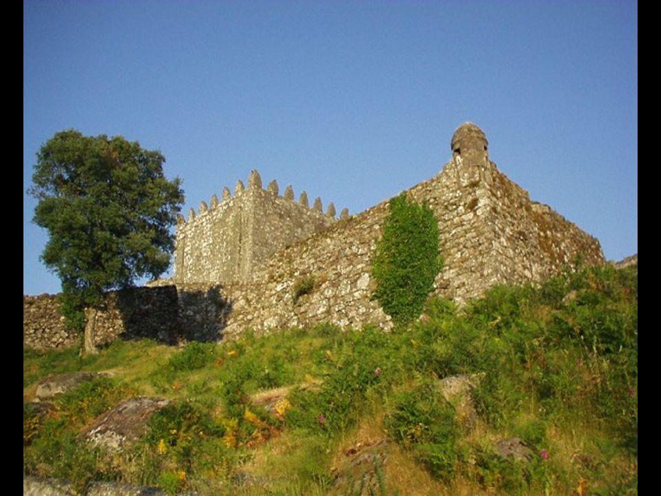 O Castelo de Lindoso Localiza-se no lugar do Castelo, na Freguesia de Lindoso, Concelho de Ponte da Barca, Distrito de Viana do Castelo.