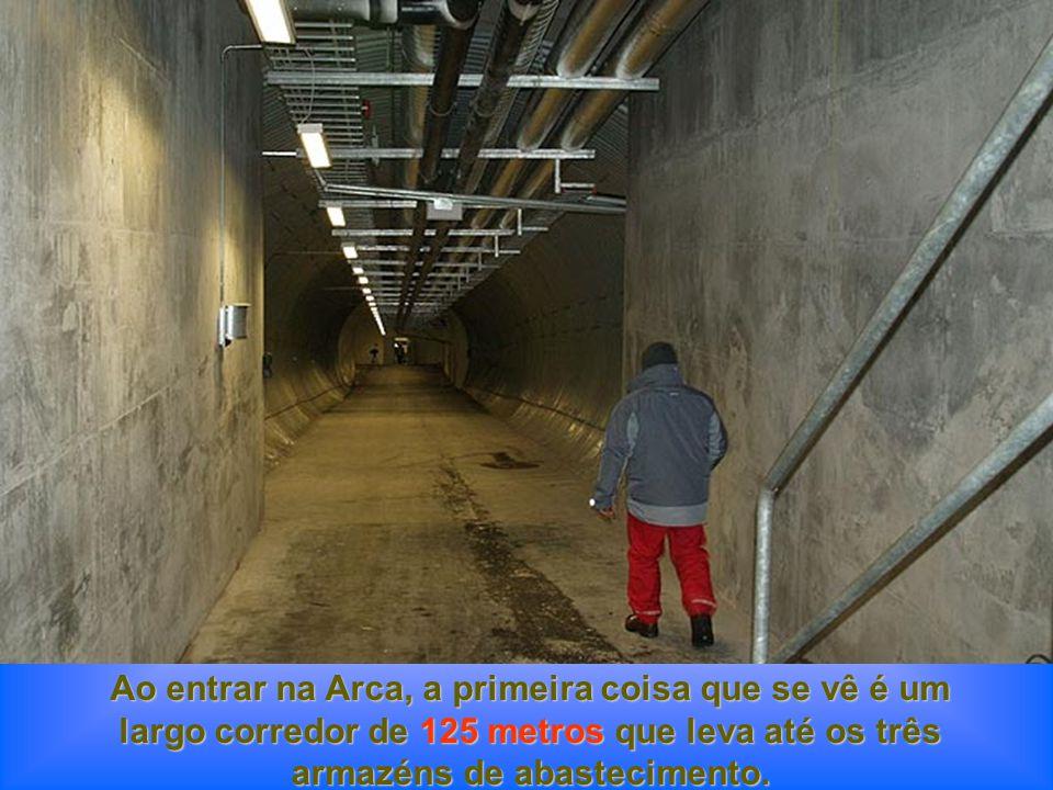 Ao entrar na Arca, a primeira coisa que se vê é um largo corredor de 125 metros que leva até os três armazéns de abastecimento.