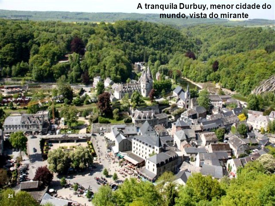 A tranquila Durbuy, menor cidade do mundo, vista do mirante