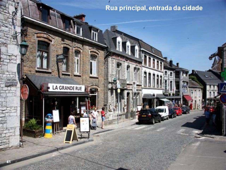 Rua principal, entrada da cidade