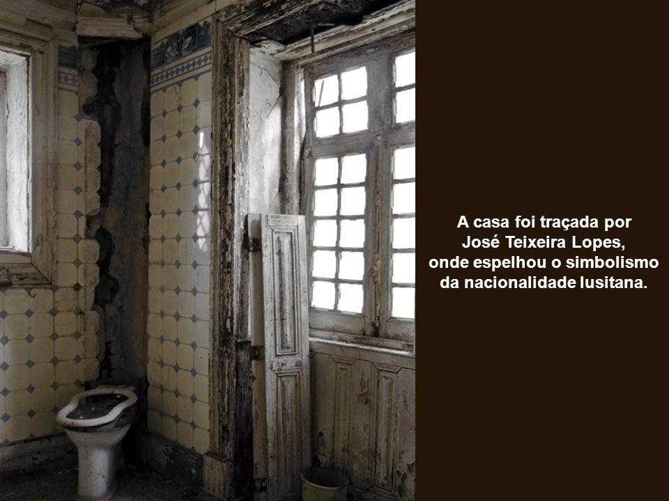 A casa foi traçada por José Teixeira Lopes, onde espelhou o simbolismo da nacionalidade lusitana.