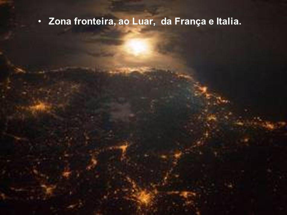 Zona fronteira, ao Luar, da França e Italia.
