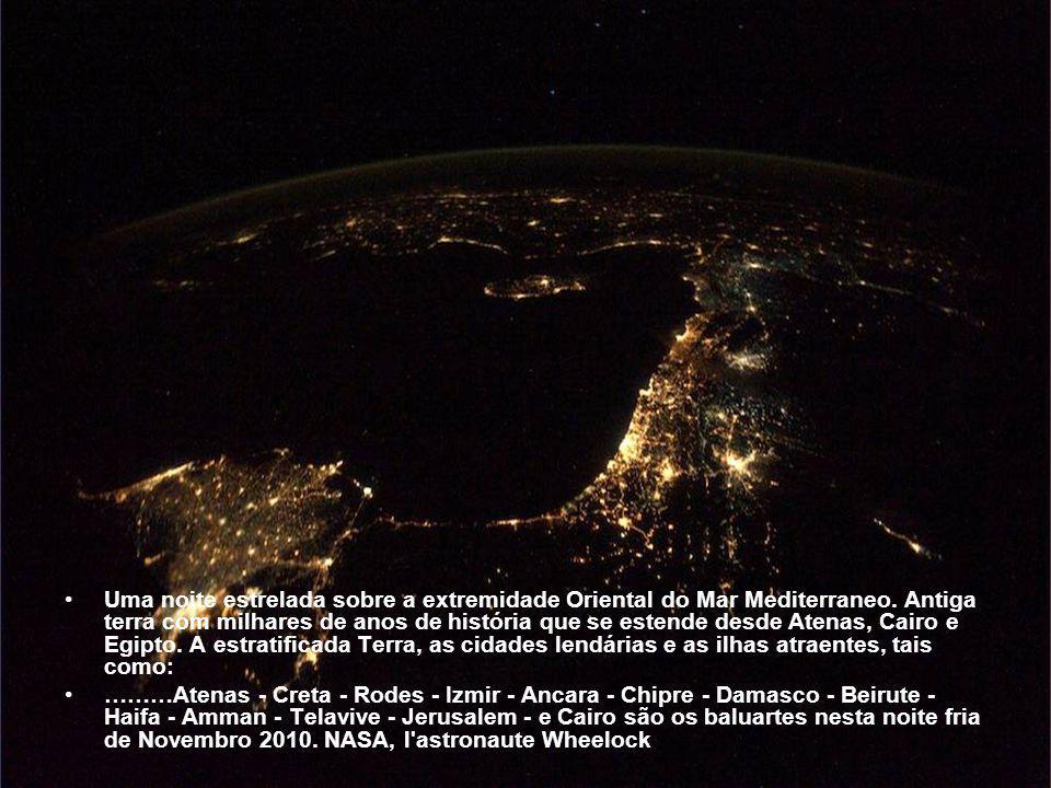 Uma noite estrelada sobre a extremidade Oriental do Mar Mediterraneo
