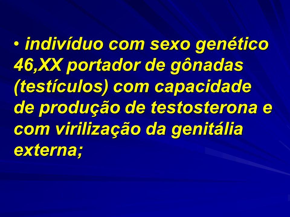 indivíduo com sexo genético 46,XX portador de gônadas (testículos) com capacidade de produção de testosterona e com virilização da genitália externa;