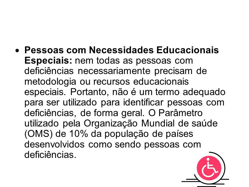 Pessoas com Necessidades Educacionais Especiais: nem todas as pessoas com deficiências necessariamente precisam de metodologia ou recursos educacionais especiais.