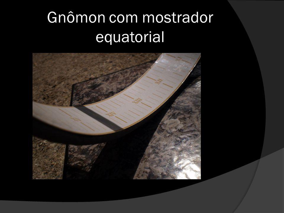Gnômon com mostrador equatorial