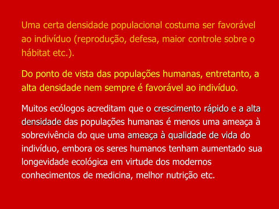 Uma certa densidade populacional costuma ser favorável ao indivíduo (reprodução, defesa, maior controle sobre o hábitat etc.).