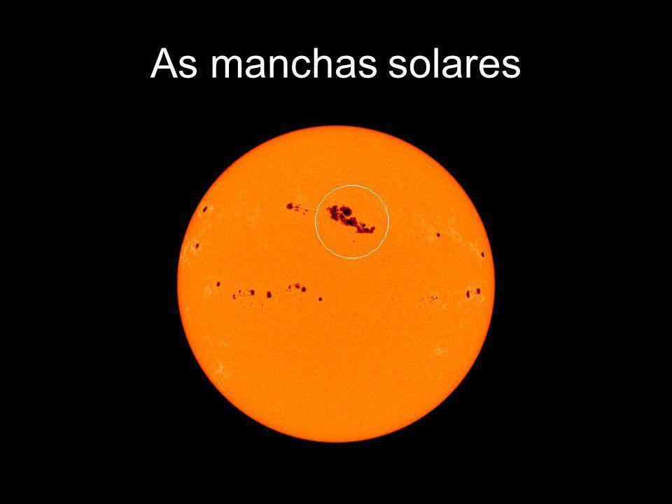 As manchas solares As manchas solares são regiões menos quentes do que a média total da fotosfera solar.