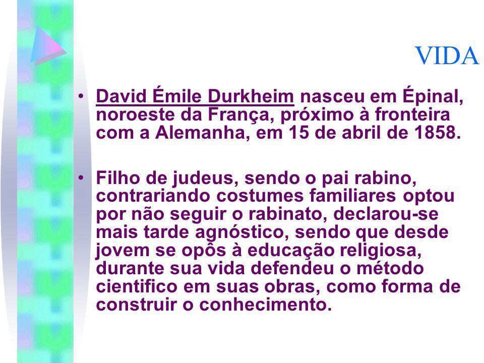 VIDA David Émile Durkheim nasceu em Épinal, noroeste da França, próximo à fronteira com a Alemanha, em 15 de abril de 1858.